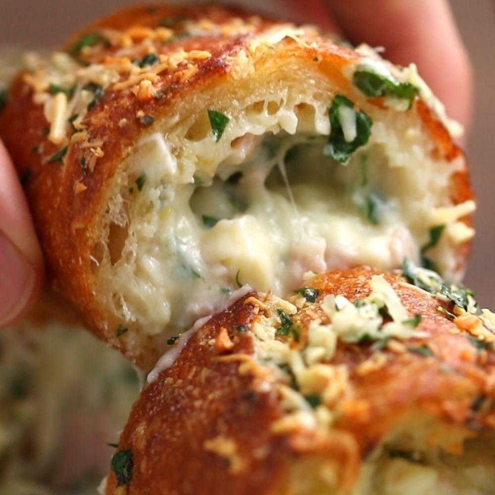 Pão de alho recheado com presunto e queijo k