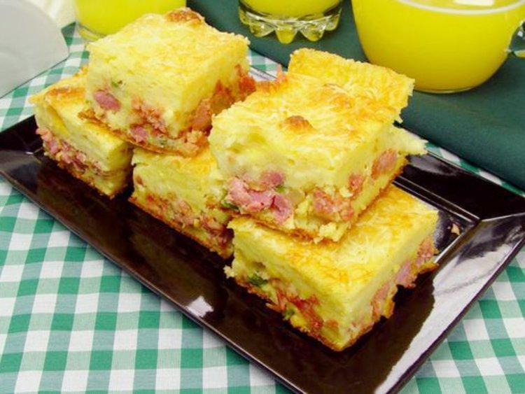 Receita de Torta de Mandioca com Linguiça